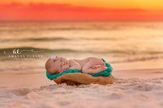 32 Ideas Baby Photography Beach Newborn Photos For 2019 Baby Beach Pictures, Newborn Family Pictures, Newborn Baby Photos, Newborn Shoot, Family Pics, Family Posing, Family Portraits, Newborn Beach Photography, Newborn Photographer