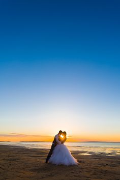 Mel and Kyle: Romance under a gorgeous sky | photo by Envision Photography | #kingfisherbay #fraserisland #destinationwedding #fraserislandwedding #fraserwedding http://www.fraserislandweddings.com.au/ #AccorAustralia #Mercure