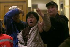 Relatives sob after announcement on missing plane - Yahoo News Singapore