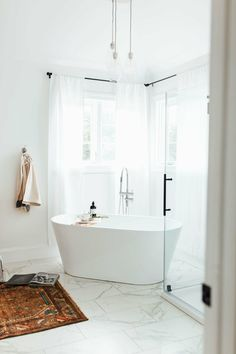 Beautiful master bathroom decorating tips. Modern Farmhouse, Rustic Modern, Classic, light and airy master bathroom design some a few ideas. Bathroom makeover a few some ideas and master bathroom remodel guide. Bathtub Shower, Steam Showers Bathroom, Glass Showers, Shower Tiles, Tub And Shower, Tile Showers, Tub Tile, Bad Inspiration, Bathroom Inspiration