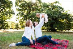 Relaxed family picnic. Family Photographer © Fiona Kelly Photography Surrey