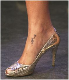 Rihanna Tattoos - photos and explanations Rihanna tattoos. As we all know, Rihanna is a superstar and a very talented singer. And unlike other artists, she's crazy every day, which is why she . Cute Foot Tattoos, Small Foot Tattoos, Foot Tattoos For Women, Tattoo Small, Music Tattoo Designs, Music Tattoos, Rihanna Ankle Tattoo, Tattoo Noten, Rihanna Music