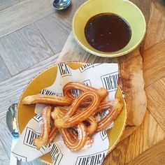 Good food and even better company also churros are life  #blogger #bodybuilding #booty #clean #healthy #health #fitfam #fitness #macros #muscles #motivation #health #healthy #protein #clean #cardio #weights #shred #bulk #gains #girlgains #girlswholift #girlsthatlift #workout #bbg #bikini #lean #iifym #nutrition