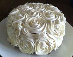 Taart met rozen swirls van frosting (cake rose swirls frosting).