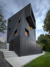 "stealmag: "" studio odile decq positions artists' residency overlooking french valley clad in asphalt, the monolithic black structure emerges from the treetops overlooking the scenic valley in grenoble. The post studio odile decq positions artists'. Architecture Résidentielle, Beautiful Architecture, Contemporary Architecture, Odile Decq, Photo D'architecture, Unique Buildings, City Buildings, Black House, Interior And Exterior"