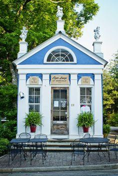 The cigar shop | Starkville, Mississippi Cotton District