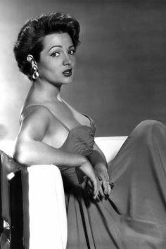 Sara Montiel, en blanco y negro                                                                                                                                                                                 Más