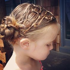 """""""My little shilah with a honeycomb braid variation... Not sure how to do this but wasn't a bad guess lol. Maybe I'll watch YouTube next time.. This was…"""""""