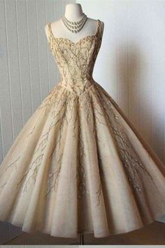 Tea-Length Prom Dress,Midi Dresses,A-Line Straps Homecoming Gown,Organza Homecoming Dress with Appliques,Sweetheart Party Gown,N137