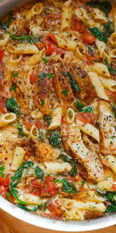 Creamy Chicken and Bacon Pasta is simple, fast and delicious! Full of tender chicken, spinach, tomatoes, and bacon! Bacon Pasta Recipes, Pasta Recipes Video, Creamy Pasta Recipes, Vegetarian Pasta Recipes, Pasta Dinner Recipes, Chicken Pasta Recipes, Healthy Chicken Recipes, Cooking Recipes, Chicken Bacon Pasta