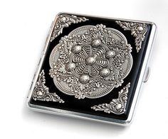 Mandala Cigarette Case gotische Cigarette Case door LeBoudoirNoir