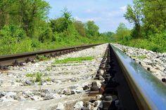 Cestovanie tvorí významnou mierou môj životný štýl, ktorého krédom je filozofická potreba zájsť až tam, kde sa na obzore koľajnice spájajú. Zvolen je významný dopravný, najmä železničný uzol SR, štartová čiara pre moje cestovanie. Railroad Tracks, Train Tracks