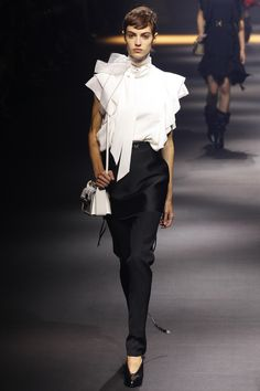 Lanvin Spring 2016 Ready-to-Wear Fashion Show - Edie Campbell (Viva)