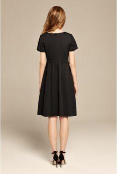 Czarna rozkloszowana sukienka z dzianiny
