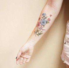 Illustrative flowers on the right inner forearm. Tattoo artist: Luiza Oliveira