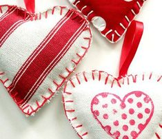 Remodelando la Casa: Fabric Heart Ornaments or just use as bowl filler for valentines day. Funny Valentine, Roses Valentine, Friend Valentine Gifts, Handmade Valentine Gifts, Unique Valentines Day Gifts, Valentine Crafts For Kids, Homemade Valentines, Valentine Tree, Valentine Wishes
