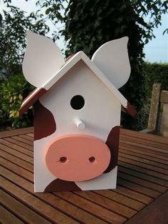 Op zoek naar kleurrijke vogelhuisjes om de tuin op te vrolijken.. een koetje ?