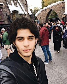 Is that Harry Potter World? Twenty One Pilots, Brian Colon, Harry Potter World, Perfect Man, Beautiful Eyes, Crushes, Lol, Celebs, Guys