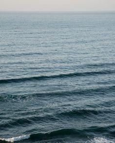 Hoy olas gentiles al atardecer. Bebiendo la infusión de manzanilla de Julia.   #beach #nature #water #ocean #sea #instagood #photooftheday #beautiful #beauty #shore #waterfoam #seashore #waves #wave #galicia #descobregalicia #hallazgosemanal #total_coruña #gentlewaves #waves #waves