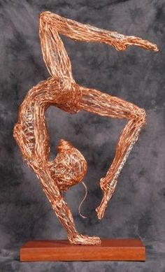 Devin Mack Wire Sculpture the wires texture makes me think of muscles.of the Week - I like the position of the figure, the detail of the strand of hair, and the composition of the figureWired for yogaJust like it like a Post Apocalyptic Flapper! Wire Art Sculpture, Wire Sculptures, Animal Sculptures, Stylo 3d, Art Fil, 3d Pen, Pen Art, Wire Crafts, Oeuvre D'art