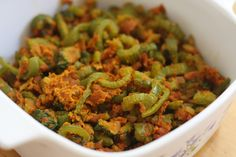 Snake and bitter gourds (podalangai) stir fry with chick pea flour (besan) South Indian Vegetarian Recipes, Indian Veg Recipes, Veggie Recipes, Ethnic Recipes, Everyday Food, Ratatouille, Gourds, Bitter, Stir Fry