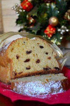 La Christmas cake senza burro e senza canditi un dolce morbidissimo e semplice da preparare perfetto per la colazione delle feste! Scopri la dolce ricetta