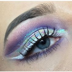 🚫NOT MY WORK🚫 @fabriellamua What kind of sorcery is this eye makeup!?!! 👌🙀🙀 whoa baby!!! Many more beauty looks over there... 💜💜💜💜💜💜💜💜💜 #amazingmakeupart #makeupartistsworldwide #universalhairandmakeup #undiscovered_muas #discover_muas #universalmua #dupemag #makeupartist #featuremedita #specialeffects #facepaint #faceart #facechart #artist #art #painting #creativemakeup #eyeart #eyelook #makeupideas #urbandecay #cutcrease #lashes #glittermakeup #whiteliner #brows
