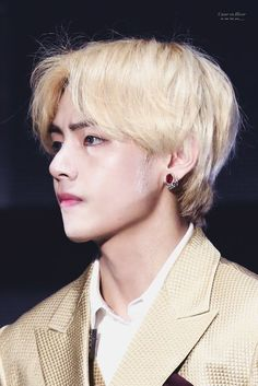 #wattpad #de-todo Un chico llamado jeon jungkook llega como nuevo trabajador en la empresa kim house, que es administrada por el gran empresario y atractivo playboy Kim Taehyun. Su trabajo será ser secretario de el, y eso implicar hacer lo que el quiera.