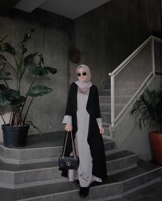 @nisacookie Simple Hijab, Casual Hijab Outfit, Hijab Chic, Hijab Dress, Casual Ootd, Modern Hijab Fashion, Hijab Fashion Inspiration, Islamic Fashion, Abaya Fashion