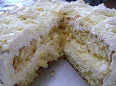 Bolo de aniversário - Veja mais em: http://www.cybercook.com.br/receita-de-bolo-de-aniversario.html?codigo=108462