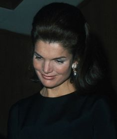 Jackie Kennedy Schlumberger Earrings - The Enchanted Manor Jackie Oh, Jackie Kennedy Style, Los Kennedy, Jacqueline Kennedy Onassis, Lee Radziwill, Jaqueline Kennedy, Beatles, The Victim, Lady Diana