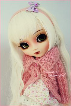 Poison-Girl's Pullip Blanche wearing one of my girls coat.