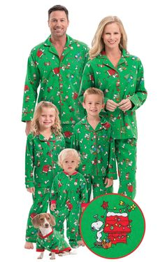 Brushed Cotton Flannel Charlie Brown Matching Christmas Pajamas for the Whole Family Make it a Charlie Brown Christmas with these matching family pajamas. Peanuts Christmas, Christmas Pjs, Charlie Brown Christmas, Charlie Brown And Snoopy, Christmas Sweaters, Christmas Ideas, Christmas Costumes, Christmas Morning, Christmas Clothes