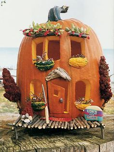Halloween House Pumpkin (kind of like doing a Gingerbread House at Christmas). Make it a competition for a Halloween Party instead of standard pumpkin carving? Fröhliches Halloween, Holidays Halloween, Halloween Pumpkins, Halloween Pumpkin Decorations, Halloween Clothes, Halloween Pictures, Valentine Decorations, Fall Crafts, Holiday Crafts