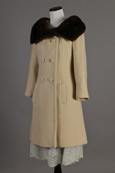 vintage-coat-with-fur-collar-faced