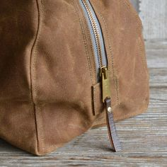 Waxed Canvas Daybag in Moss A simple waxed canvas bag for everyday needs. Throw it over your shoulder, pile in the necessities and enjoy your days! The Daybag is sized between our Weekender and Dopp case, and is perfect for those in-between days. Includes one small pocket on the outside