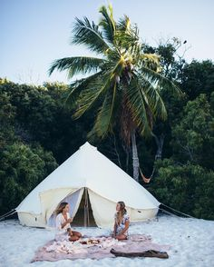 """2,761 Likes, 32 Comments - C A R L Y  B R O W N (@_carlybrownphotography_) on Instagram: """"✨🌙 ⛺️ Dreamy camp vibes with @olivecooke + @emelinaah on beautiful Whitehaven Beach for @summersite…"""""""