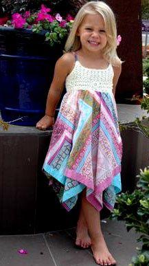 Мими и Мэгги платок Цветок платье;  это платье купить, но я думаю, что стиль настолько интересно попробовать воссоздать DIY, может быть, со старинными платки?  Или образует квадраты?  Действительно довольно: