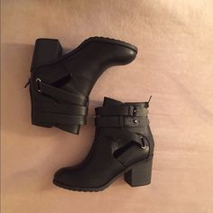 "Black Ankle Heeled Booties Brand New Never Worn, tags attached! Trendy Women's Booties Size 5 1/2. Heel size 2.5"" ""Wild Diva Lounge"" Wild Diva Shoes Ankle Boots & Booties"