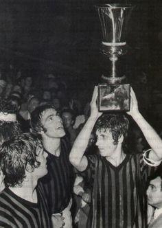 1972 G. Rivera alza la Coppa Italia