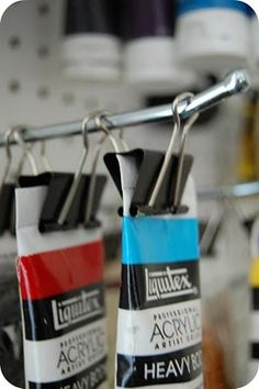 an interesting idea… how to use if you don't have a peg board? Maybe hang on h… - pegboard Home Art Studios, Studios D'art, Art Studio At Home, Artist Studios, Studio Room, Dream Studio, Art Studio Storage, Art Studio Organization, Paint Organization