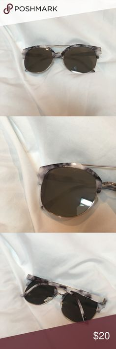 💮NWOT💮 Marble Mirrored Sunglasses NWOT marble design mirrored sunglasses; never worn; will be cleaned from any smudges upon purchase; super cute bought from pac sun; price negotiable Accessories Sunglasses