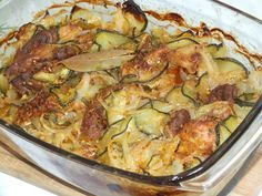 Fajny pomysł na połączenie mięsa i cukinii. Całość jest razem zapiekana, cudnie pachnie jak się zapieka i świetnie smakuje!! :) Przepis na łopatka zapiekana z cukinią i cebulą. Polish Recipes, Paella, Sprouts, Macaroni And Cheese, Zucchini, Vegetables, Cooking, Ethnic Recipes, Food