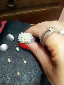 Brinco e anel com pérolas cultivadas em água doce. Amo!!