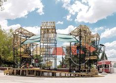 Students use scaffolding to build Urban Spa in a Mexican park.