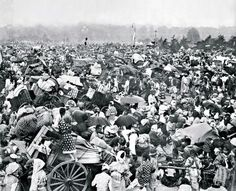 Panoramic photo shows chaos following killer Kanto quake 90 years ago: A rare panoramic photo has been put on display showing hundreds of thousands of evacuees packing the square in front of the Imperial Palace shortly after a devastating temblor struck Tokyo on Sept. 1, 1923, ahead of the 90th anniversary of the disaster. The 7.9-magnitude Great Kanto Earthquake struck the capital shortly before noon, killing some 142,000 people; 300,000 people are believed to have taken refuge in the…