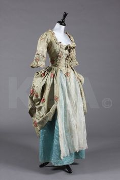 Robe A'langlais 1765, Made of silk taffeta and muslin
