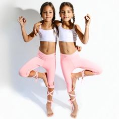 Ava Marie and Leah Rose Clements Awesome girls! Girls Sports Clothes, Preteen Girls Fashion, Kids Fashion, Cute Girl Dresses, Cute Girl Outfits, Gym Outfits, Fitness Outfits, Beautiful Little Girls, Cute Little Girls