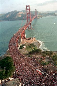 The anniversary of the Golden Gate bridge, San Fransisco, California-in May They closed traffic and let people walk over it. There were so many people on the bridge that the middle span of the bridge flattened out. The Places Youll Go, Places To See, Puente Golden Gate, Foto Sport, Beau Site, San Francisco California, California California, Parc National, Golden Gate Bridge