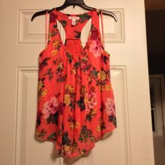 Flowy Floral Top Perfect for spring and summer!! Cuts out in the back to show material Ambiance Apparel Tops